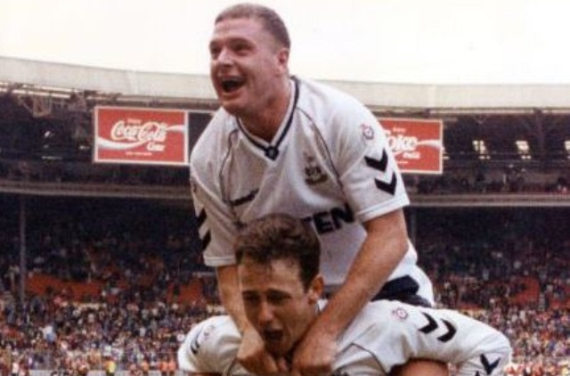 Paul Gascoigne piggyback on steve sedley